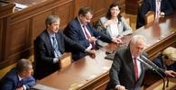Zemanovi pro vládní krizi důvěřuje jen 41 procent Čechů. A Sobotkův kabinet je na tom ještě hůř - anotační obrázek