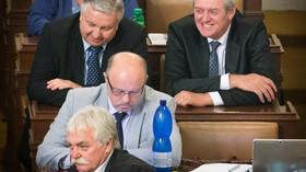 Poslanci za ČSSD v čele s Milanem Urbanem