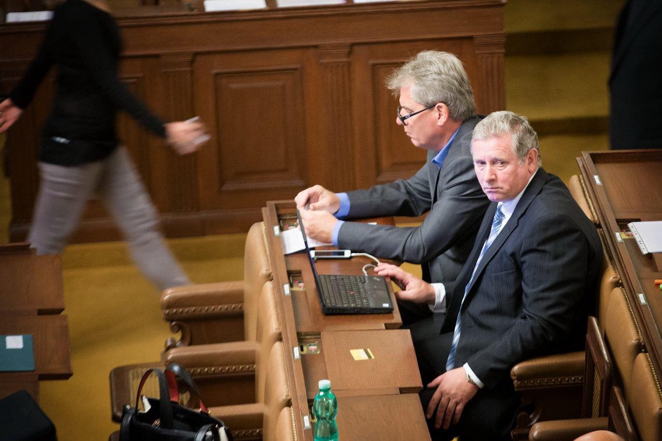 Sněmovna neprojednala písemné interpelace, nepřišli potřební ministři