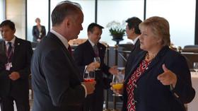 Slovenský prezident Andrej Kiska hovoří s Ernou Solbergovou