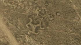 Geoglyfy neboli obrazce vytvořené na zemském povrchu.