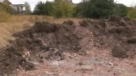 Jeden ze tří nalezených masových hrobů poblíž Doněcku na Ukrajině.