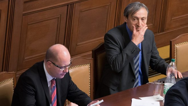 Bohuslav Sobotka /ČSSD/, předseda vlády a Martin Stropnický /ANO/, ministr obrany