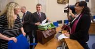 Kabinet Bohuslava Sobotky schválil pozměněný protiteroristický balíček - anotační obrázek
