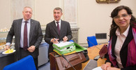 MInistři už nebudou předkládat nové zákony, soustředí se na materiály ve Sněmovně - anotační obrázek