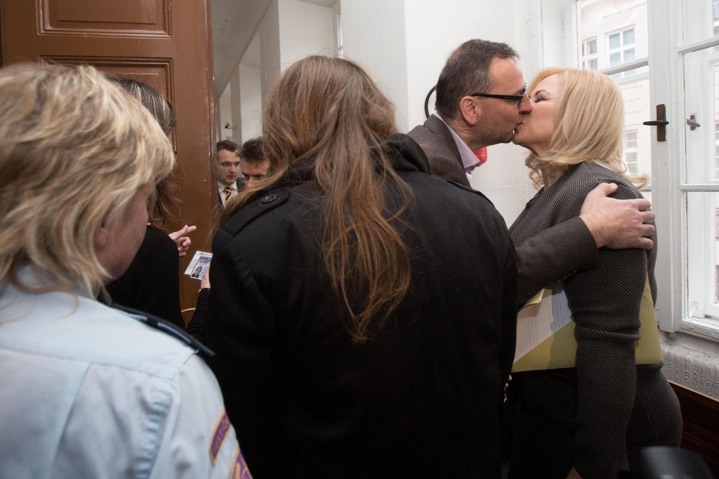 Jana Nečasová a Petr Nečas u Obvodního soudu pro Prahu 1