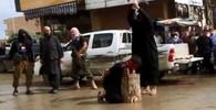 Islamský stát popravil na veřejnosti muže. Přihlížely i děti.