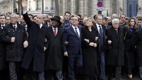 Pochod Francií, kdy politici a lidé uctili památku obětí z redakce Charlie Hebdo.