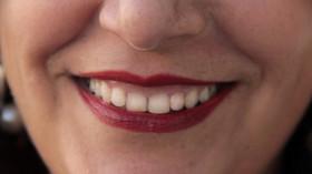 Co nejvíce ohrožuje naše zuby? Zapomeňte na fleky od kávy, existuje ještě horší věc - anotační foto