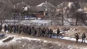 Ukrajinští vojáci stahující se z Debalceve.