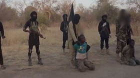 Islamisté z Boko Haram setnuli dva muže, video dali na Twitter