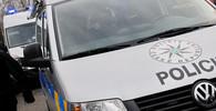 Zásah policie při přesunu Merkelové: Do kolony se pokusil vjet agresivní řidič - anotační obrázek