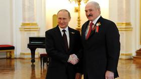 Vladimir Putin a Alexandr Lukašenko při oslavách konce II. světové války v Moskvě.