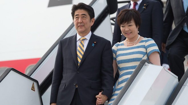 Japonský předseda vlády Šinzó Abe a jeho žena Akie Abe