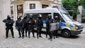 Odpůrci opatření demonstrovali v Praze, policie některé zadržela - anotační foto