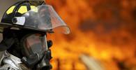 Barrandov v plamenech. Hoří středověké filmové kulisy - anotační obrázek