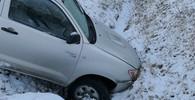 Tragédie před Vánoci: Auto dostalo smyk a skončilo v potoce. Tři mrtví mladí lidé, žena (30) bojuje o život - anotační obrázek