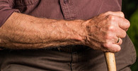 Situace v domovech důchodců je otřesná. Někdy může jít až o život, tvrdí studie - anotační obrázek