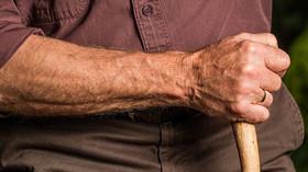 Situace v domovech důchodců je otřesná. Někdy může jít až o život, tvrdí studie - anotační foto