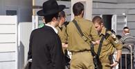 Izraelský voják zemřel, útočník na něj ze střechy shodil obrovský kus kamene - anotační obrázek