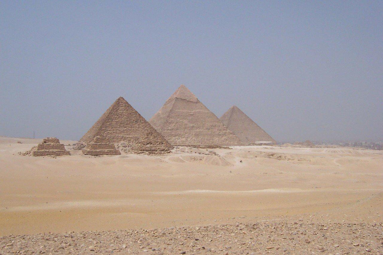 Komu patří obrovský černý sarkofág? Nález z Egypta zamotal expertům hlavu - anotační obrázek