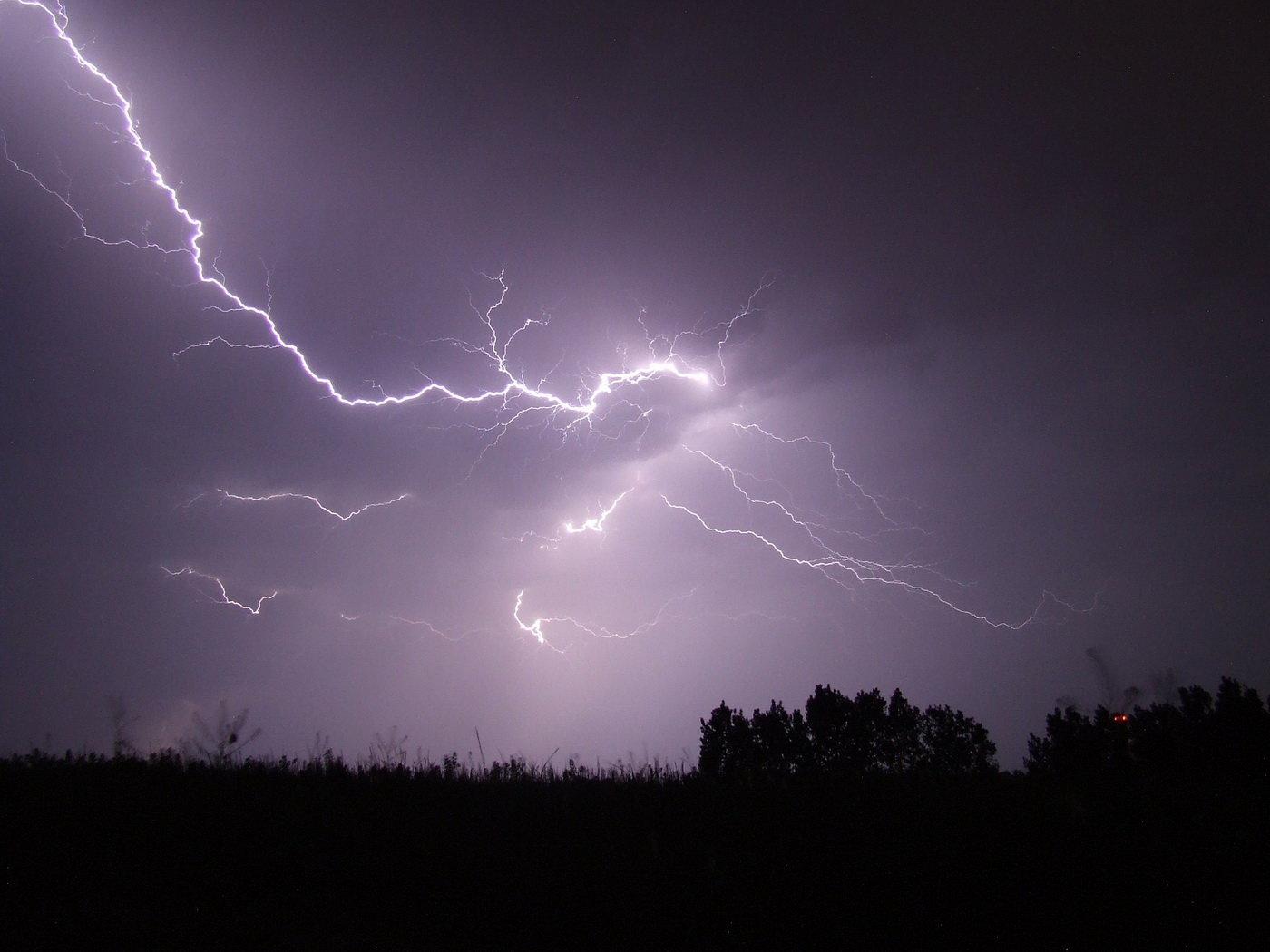 Ve středu se teploměr vyšplhá ke 31 stupňům, pak přijdou bouřky a kroupy - anotační obrázek