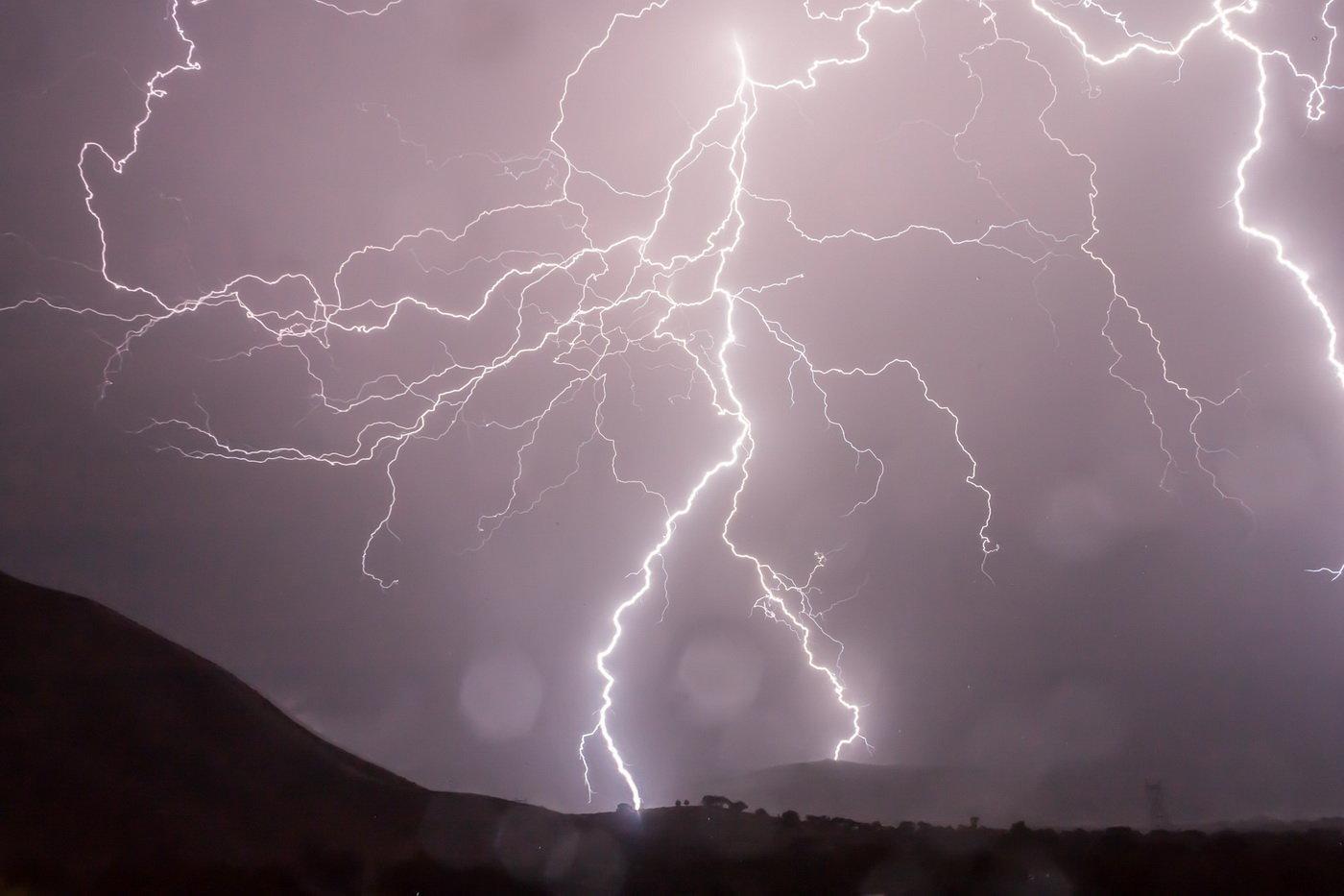Výstraha ČHMÚ: Do Česka se vrátí silné bouřky! Doprovázet je bude silný vítr