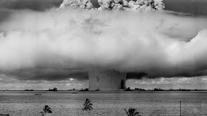 Při testu jaderné bomby Baker byla pořízena tato nejznámější fotografie jaderného testu na světě.