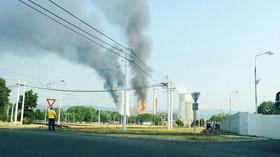 Výbuch a požár v Unipetrolu (foto: Lubomír Černý)
