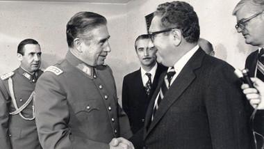 Henry Kissinger (vpravo)