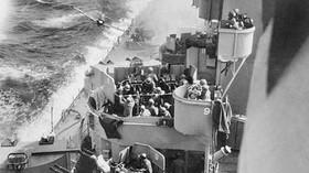 Kamikaze nalétává na USS Missouri