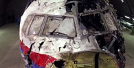 Vyšetřovatelé poskládali vrak z trosek letu MH17