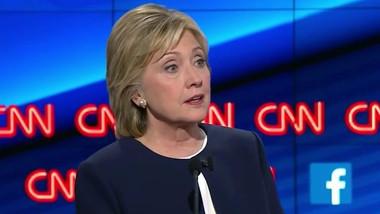 První debata demokratů. Dominovali Clintonová a Sanders