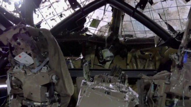 Sestřelený Boeing letu MH17 nad Ukrajinou: Na kabině je vidět síla výbuchu. Je zcela zničena od šrpanelů z rakety systému BUK.