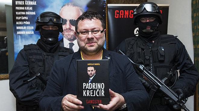 Úspěšný film Gangster Ka měl jako předlohu Kmentovy knihy