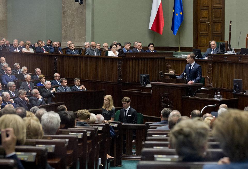 Andrzej Duda hovoří v polském parlamentu