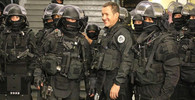 Žluté vesty opět protestují v Paříži. Tisíce policistů ve střehu - anotační obrázek
