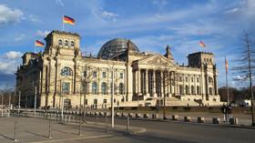 Německo zasáhla náhlá smrt významného politika, zkolaboval během natáčení - anotační foto