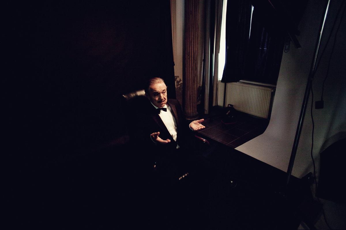 Karel Gott jako Don Corleone v kalendáři Proměny 2016.