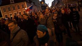 Na Albertově v Praze se sešli studenti a další lidé, aby si připomněli 17. listopad 1939 a 1989.
