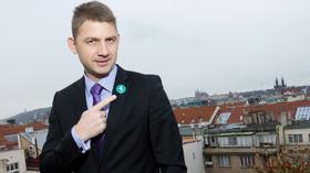 Předsedou Strany svobodných občanů (Svobodní) se znovu stal europoslanec Petr Mach, když v internetovém hlasování získal dvě třetiny hlasů. (23. listopadu 2015)