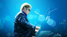 Anglický zpěvák Elton John