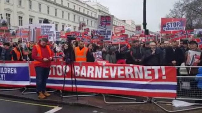 Demonstrace v Londýně (8. ledna 2016) proti odebírání dětí, které praktikuje norský sociální úřad Barnevernet.