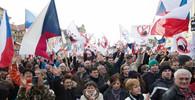 V Praze protestovaly desítky lidí proti Sobotkově vládě - anotační obrázek