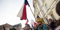 Stovky lidí pochodují Prahou, upozorňují na problém antisemitismu - anotační obrázek