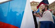 Proti Babišovi a Ondráčkovi protestovaly v Praze stovky lidí - anotační obrázek