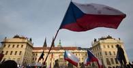 Češi demonstrují proti Babišovi. Žádají pád vlády - anotační obrázek