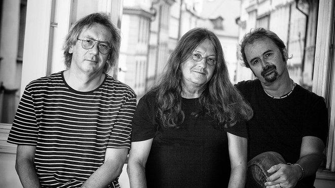 Písničkář Ivan Hlas navštíví se svým triem Malou scénu za oponou