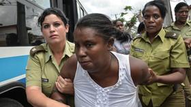 Americký prezident Obama přiletěl na historickou návštěvu Kuby. Policie pozatýkala disidentky (21.3.2016)