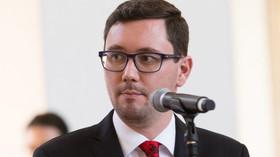 """Praha 6 dala odstranit sochu Koněva. Ovčáček a """"rudá Marta"""" Semelová hromují - anotační foto"""